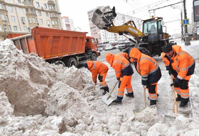 Коммунальным службам Петербурга не хватает 4,5 млрд рублей для качественной уборки снега