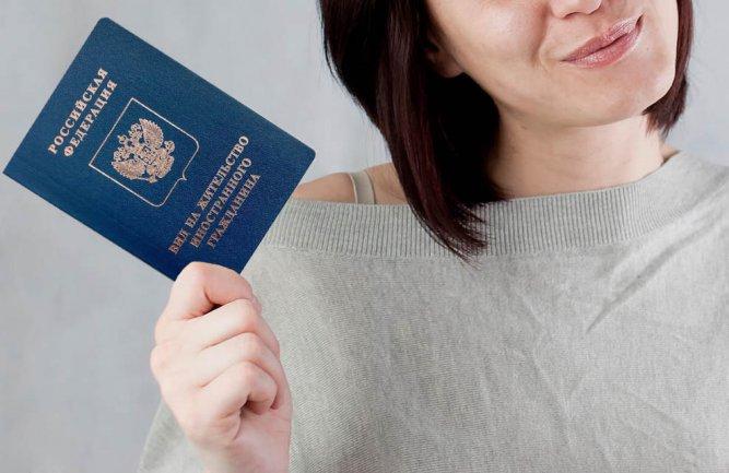 Закон об упрощении выдачи вида на жительство внесли в ГД