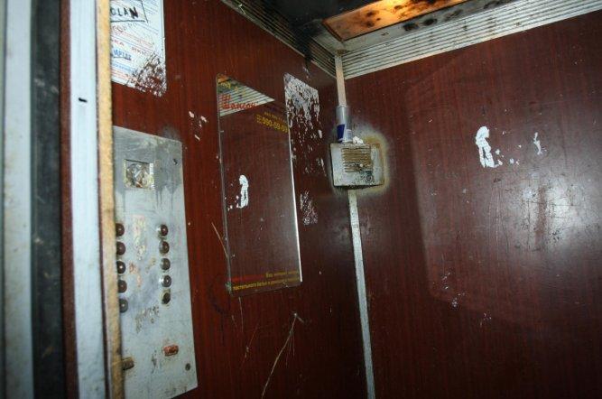 Остается меньше года на обследование старых лифтов