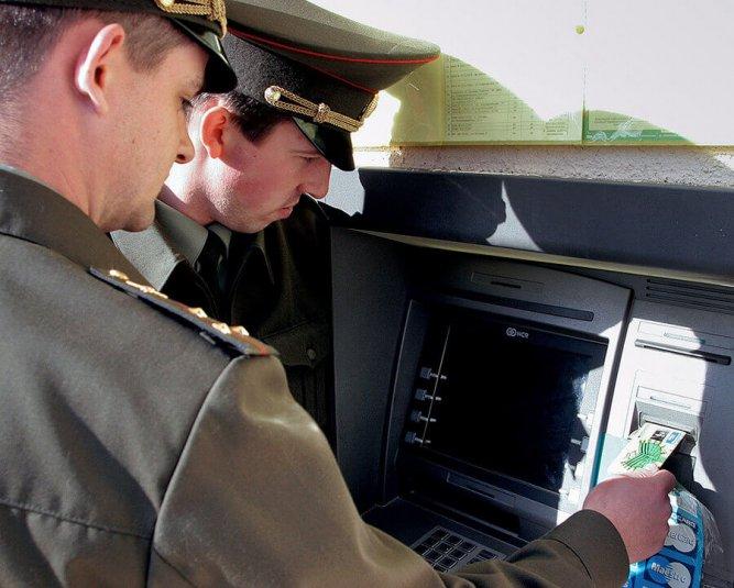 Военнослужащим и правоохранителям повысили зарплату