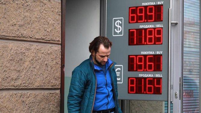 Как сохранить сбережения на фоне падения рубля
