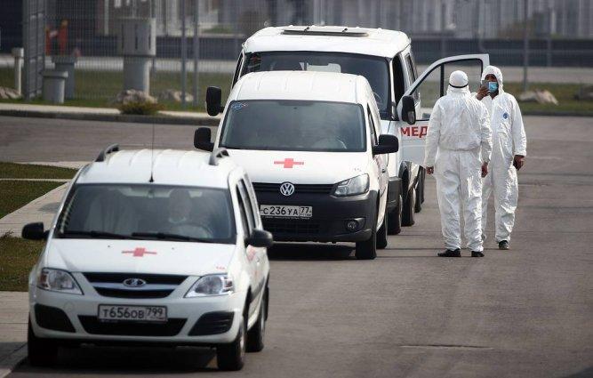 Врачи в Москве начали получать надбавки за борьбу с коронавирусом
