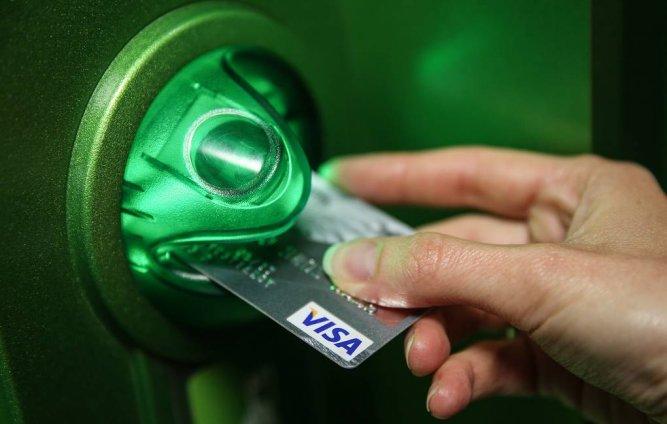Выпуск банковских карт может стать платным