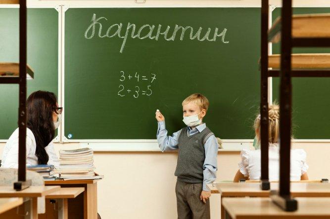 Минздрав назвал условие закрытия школ осенью